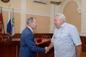 В Барнауле вручили награды медработникам, спасшим жизнь директора спортивной школы «АлтайБаскет» Александра Сысова.