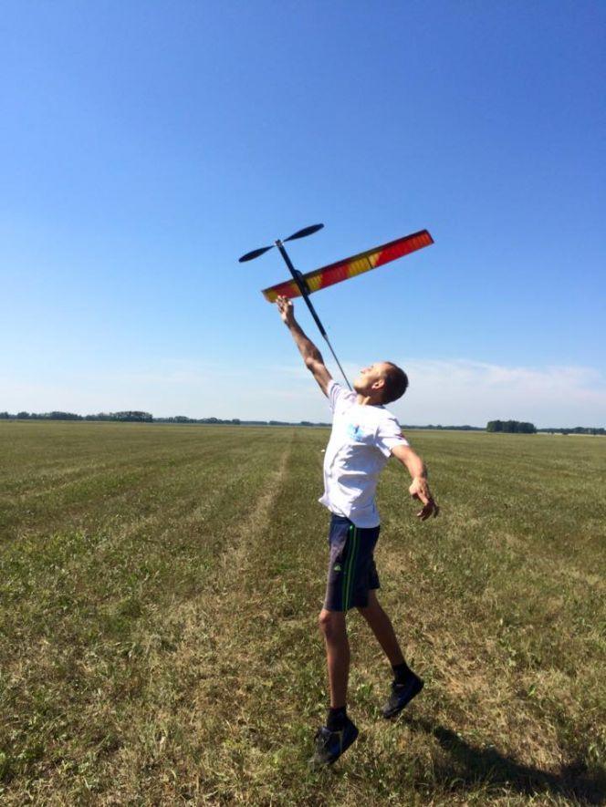 В Зональном районе прошел открытый чемпионат края по авиамодельному спорту в классе свободнолетающих моделей.