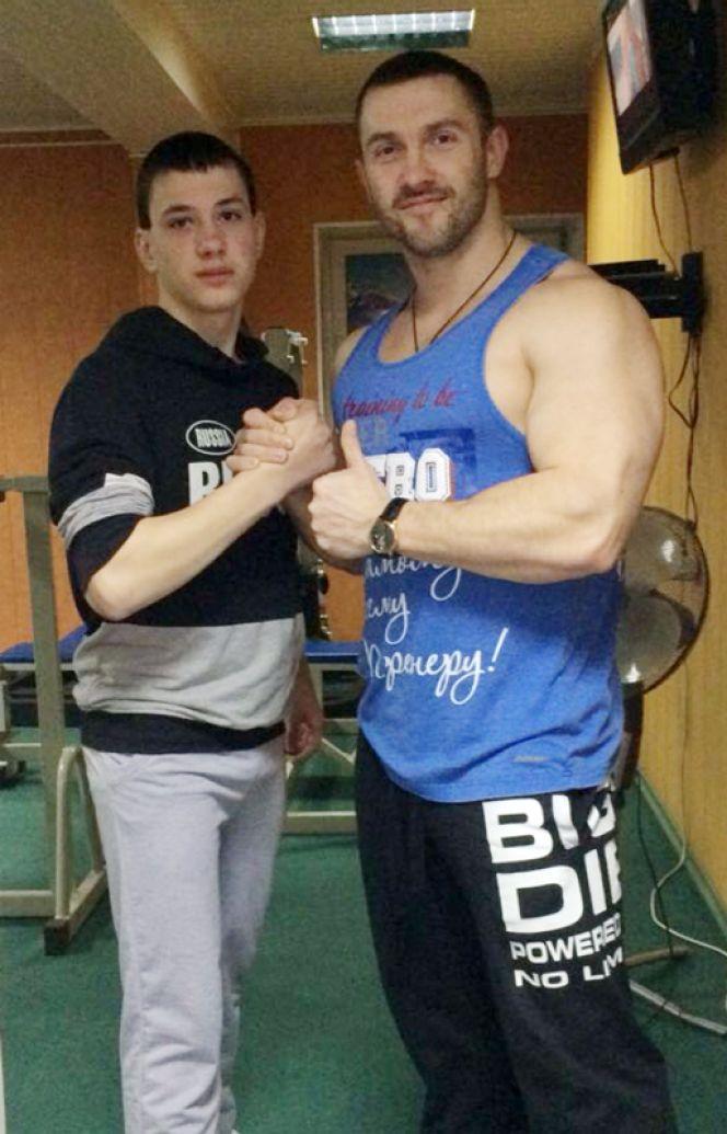 Барнаульский школьник Владимир Фролов, написав письмо Президенту РФ, получил полугодовой бесплатный абонемент на посещение тренажёрного зала.