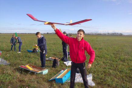 В Зональном районе провели чемпионат Алтайского края в классе свободнолетающих моделей.