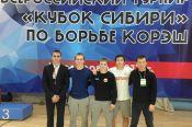 На Всероссийских соревнованиях «Кубок Сибири» алтайские борцы на поясах завоевали три медали.
