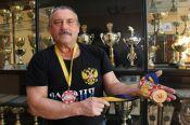 Житель Краснощёковского района Пётр Жинкин выиграл пять золотых медалей на чемпионате Европы по гиревому спорту среди ветеранов.