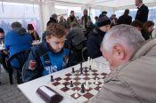 В Барнауле в День Победы прошли блиц-турнир и шахматный матч 50 на 50