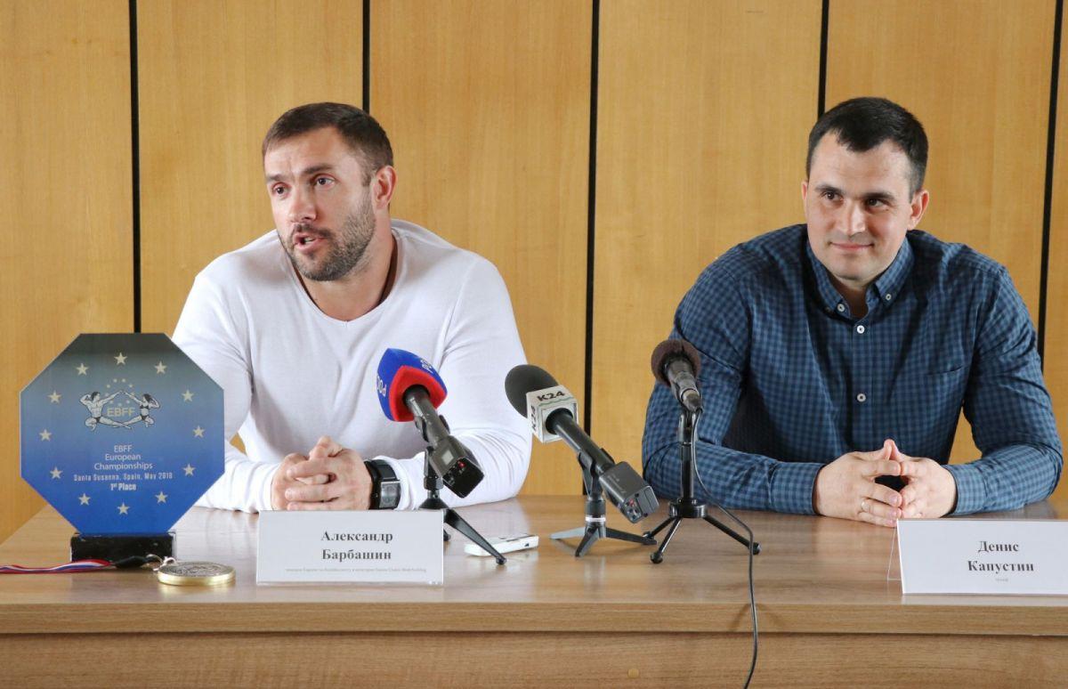 Чемпион Европы по бодибилдингу Александр Барбашин и его тренер Денис Капустин. Фото: Виталий УЛАНОВ