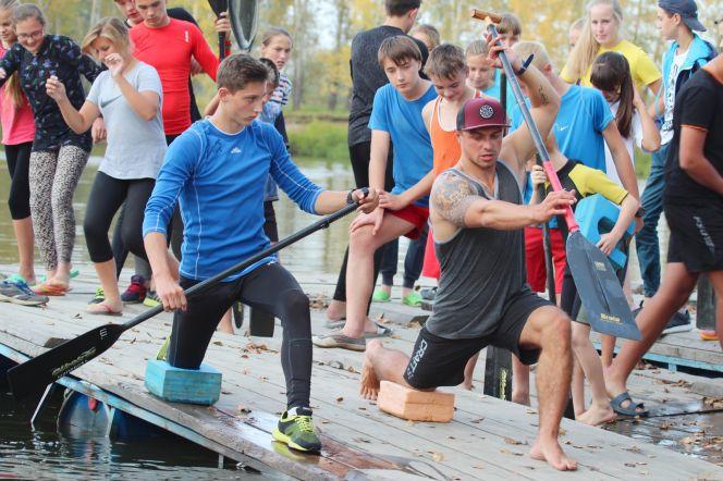 Артём Пискун (слева) берёт мастер-класс у Андрея Крайтора. Фото: Виталий УЛАНОВ