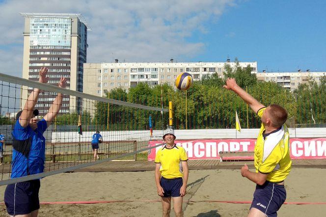 Открытое первенство Алтайской таможни по пляжному волейболу. Фото: пресс-служба Алтайской таможни