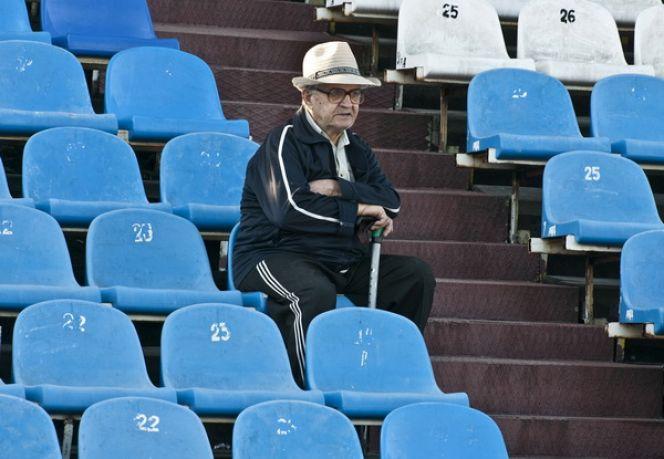 Футбольный матч на барнаульском стадионе «Динамо». Фото: Олег БОГДАНОВ