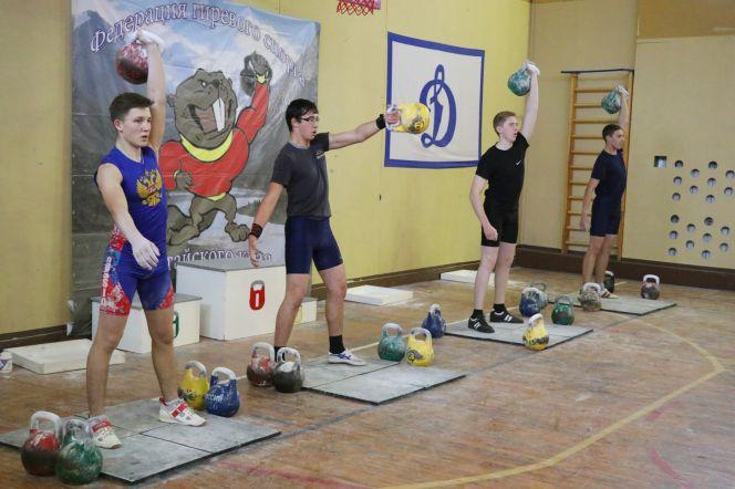 Открытый кубок Алтайского края по гиревому спорту. Фото: Виталий УЛАНОВ