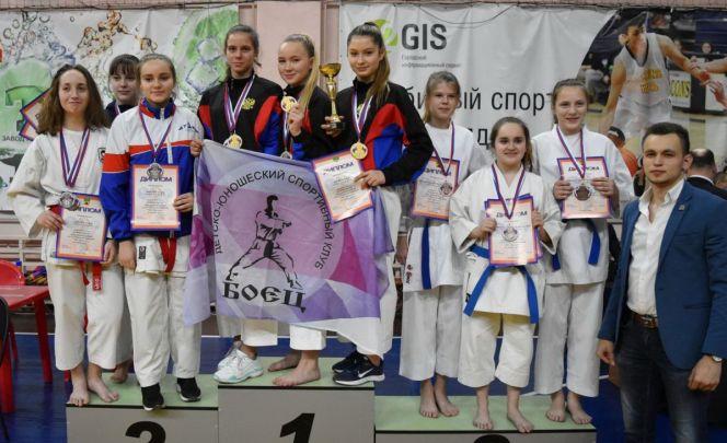 Спортсмены Барнаула и Бийска успешно выступили на межрегиональных соревнованиях по каратэ WKF