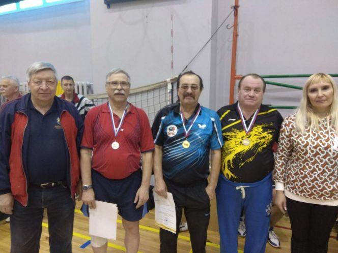 Александр Синицин (в центре) - победитель всероссийского турнира долгожителя Александра Коптаренко.