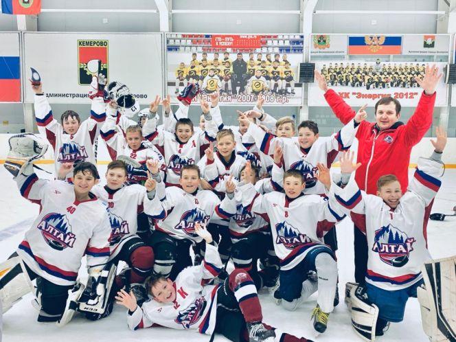 """Хоккеисты """"Алтая"""" выиграли Кубок мэра Кемерова"""