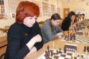Продолжилась традиция товарищеского матча «Женщины против ветеранов-мужчин»