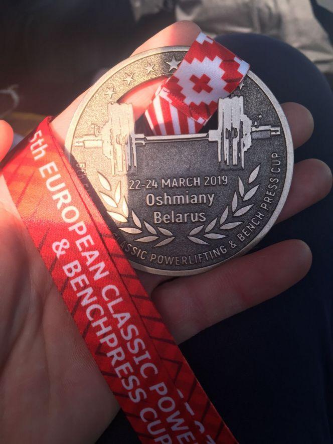 На фото: чемпионская медаль Алексея Кудрявцева
