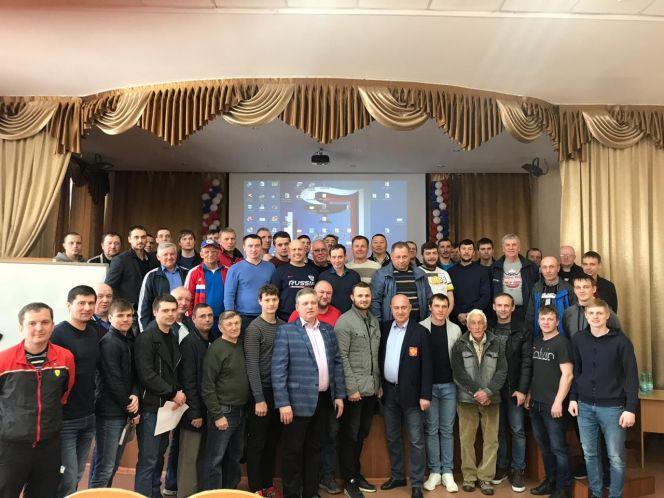 75 хоккейных тренеров Алтайского края приняли участие в курсах повышения квалификации