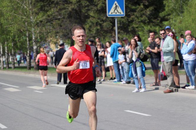 В Барнауле прошёл легкоатлетический пробег «Кольцо Победы». Фото: Виталий Дворянкин