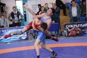 Чемпионат Алтайского края памяти Раффи Исраеляна собрал в Барнауле более 100 борцов