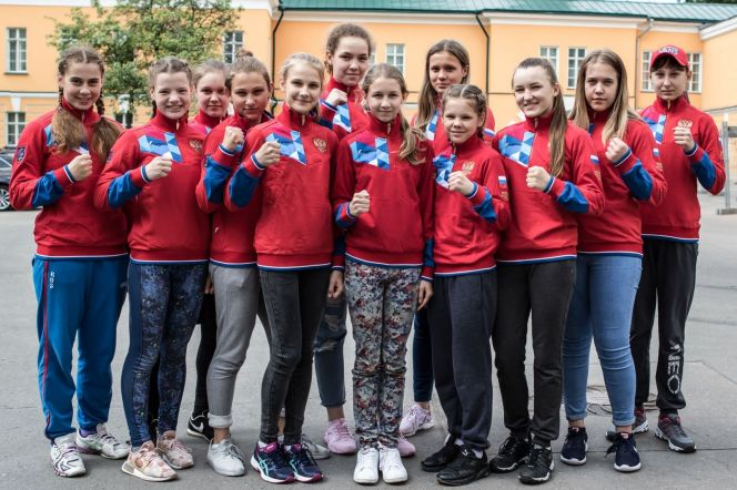 На фото rusboxing.ru: сборная России по боксу среди девочек накануне первенства Европы-2018. Валерия Воронцова - во втором ряду в центре