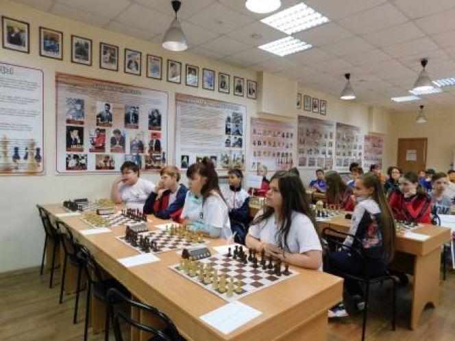 Сборная Алтайского края вошла в квартет сильнейших на шахматном турнире окружного этапа IX летней Спартакиады учащихся России