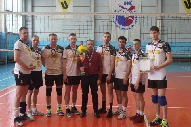 Шесть команд приняли участие в праздничном товарищеском турнире