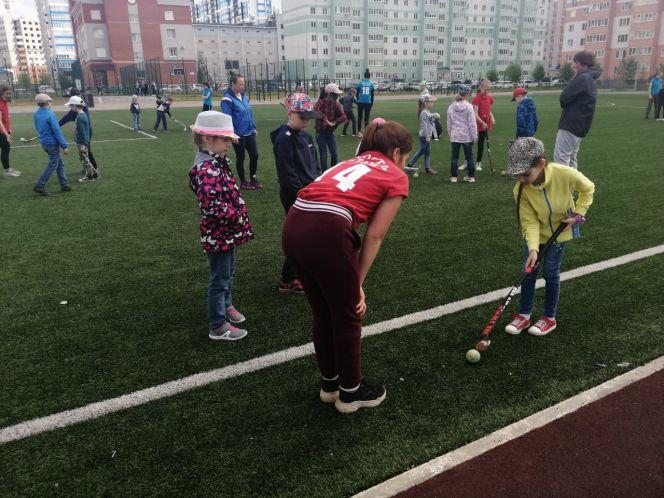 СШОР «Юность Алтая» агитирует детей заниматься хоккеем на траве