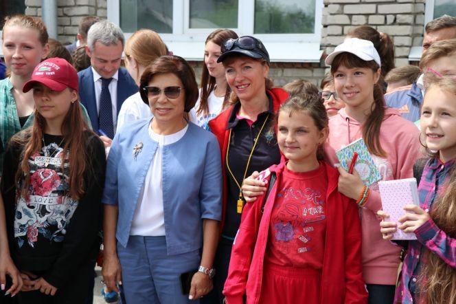 Ирина Роднина приняла участие в открытии турнира дворовых команд по мини-футболу в барнаульской гимназии №45