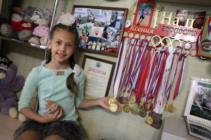 Ксения Воронина с коллекцией спортивных наград
