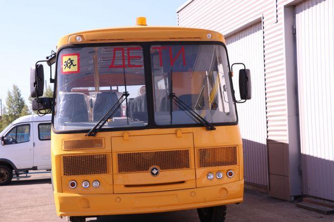 Спортшкола олимпийского резерва по гребле на байдарках и каноэ имени Константина Костенко получила новый автобус