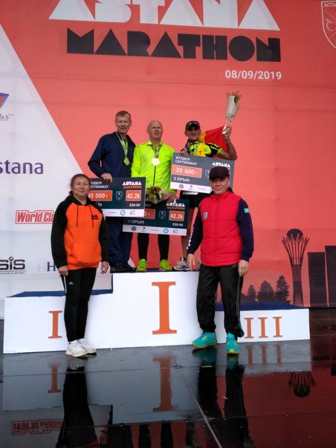 Пять барнаульцев из клуба любителей бега «Восток» успешно преодолели дистанцию международного марафона «Astana 2019»