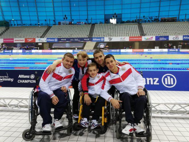 На фото: алтайские спортсмены на чемпионате мира по плаванию среди лиц с ПОДА
