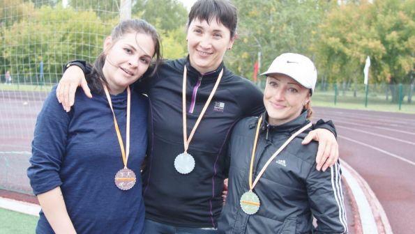 Кто на новенького? В Барнауле прошел первый краевой чемпионат по летнему троеборью для новичков и организаций