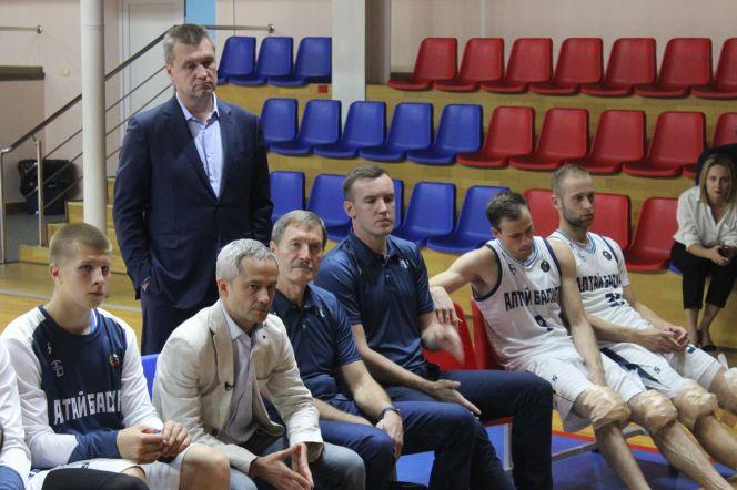 Министр спорта встретился с «АлтайБаскетом» и его болельщиками