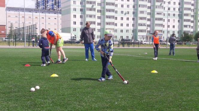 """Краевая СШОР """"Юность Алтая"""" продолжает набор детей для занятий хоккеем на траве"""