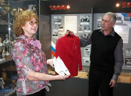 Краевой музей спорта пополнил коллекцию олимпийским костюмом алтайской гимнастки Екатерины Лобазнюк.