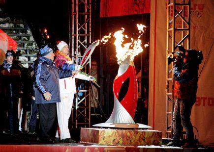 Небо над Алтаем озарил олимпийский огонь