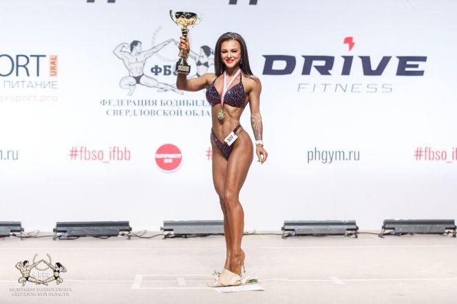 Юлия Орлова завоёвывает Урал в бикини
