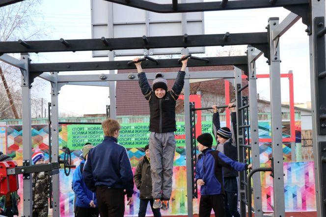 Первая из спортплощадок, поступивших в Алтайский край по проекту «Спорт — норма жизни», открыта в Ребрихе