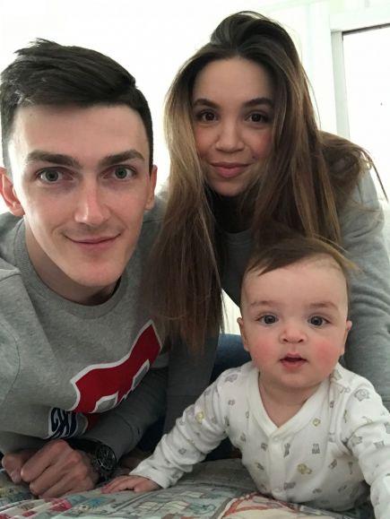 Ильяс с женой и сыном