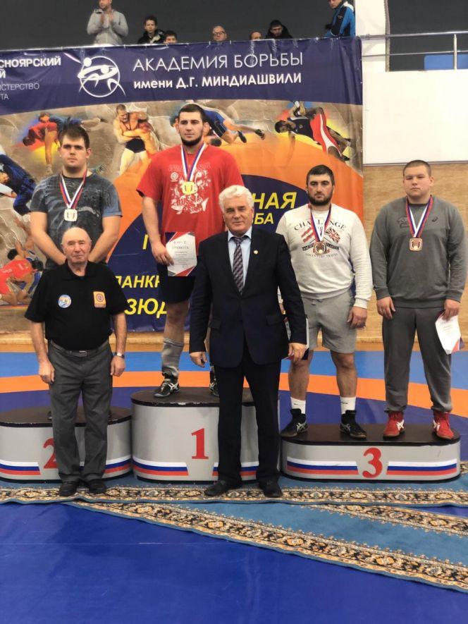Алтайские борцы-классики привезли медали с чемпионата Сибири и завоевали путевки на чемпионат России