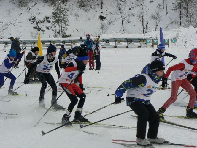 В селе Алтайское состоялись первые краевые соревнования по лыжным гонкам в новом спортивном сезоне