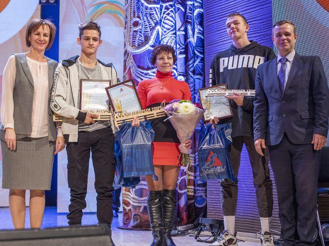 В барнаульском концертном зале «Сибирь» прошло чествование инваспортсменов - победителей и призёров III Всероссийской летней Спартакиады инвалидов