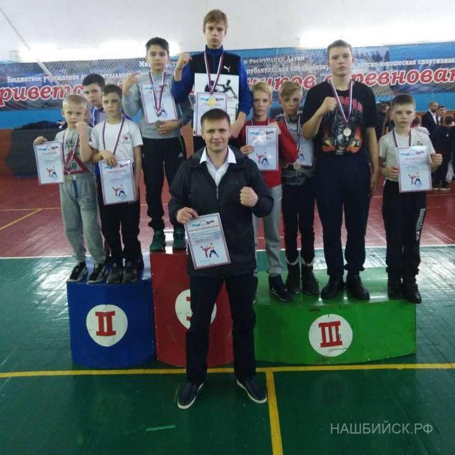 Юные кикбоксеры Бийска отличились на соревнованиях в Республике Алтай