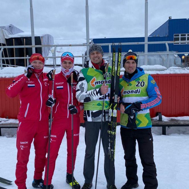 Никита Денисов (второй слева) - бронзовый призёр всероссийских юношеских соревнований в Сыктывкаре