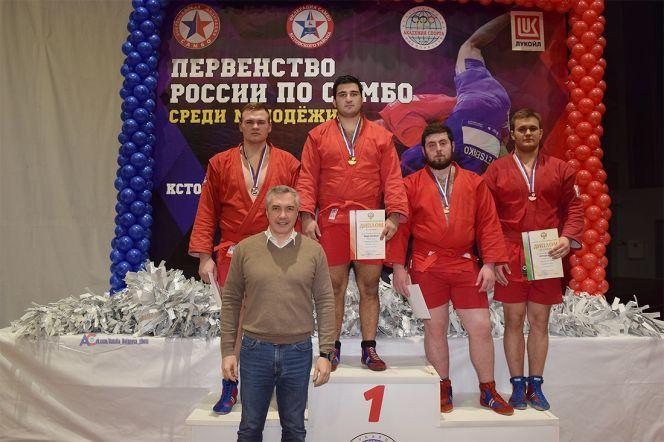 Бийчанин Вячеслав Агапушкин (крайний справа) - бронзовый призер молодежного первенства России