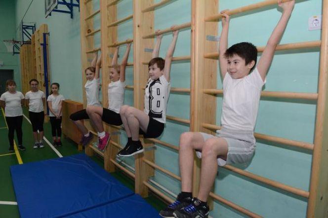 Проверить свою физическую подготовку может любой школьник. Фото Андрея Чурилова