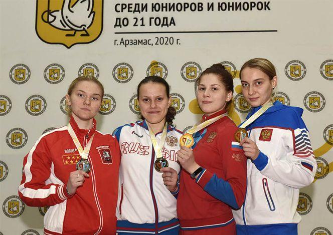 Анна Смирнова из Барнаула (крайняя справа) - бронзовый призёр юниорского первенства России среди спортсменов до 21 года
