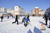 В барнаульском квартале «Дружный» прошёл турнир «Хоккей на валенках», организованный  «Спортивной инициативой»