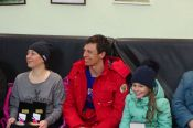 С возвращением, чемпион! Как встретили дома победителя зимних юношеских Олимпийских игр Олега Домичек