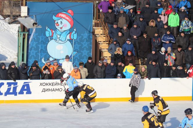 Хоккейный турнир IX олимпиады городов Алтая. Фрагменты матча Рубцовск - Белокуриха (2:3)