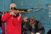 Фоторепортаж: полиатлонисты соревнуются в стрельбе на олимпиаде-2020