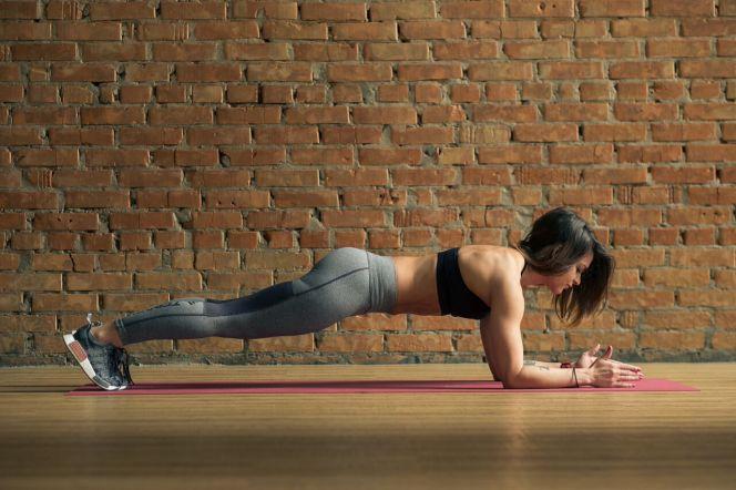 Что будет с вашей спиной и талией, если регулярно делать планку
